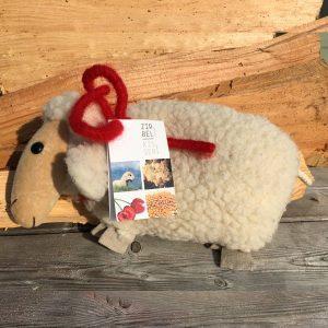 Pecora in lana naturale con interno di noccioli di ciliegia